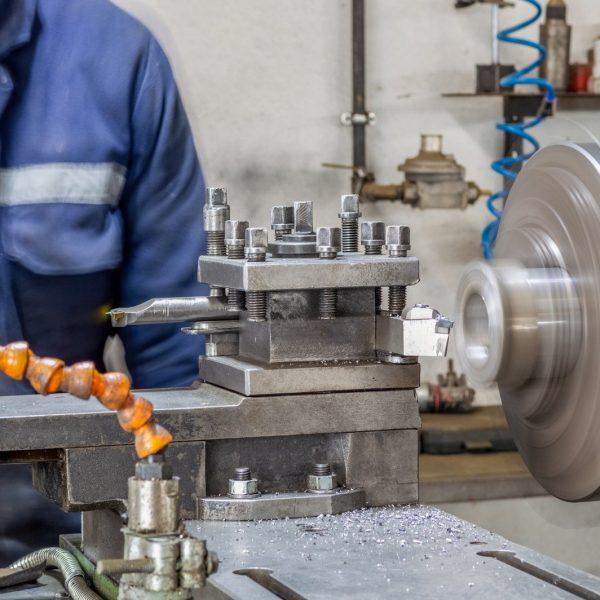blue-collar-machine-operator-working-with-lathe-machine-in-a-factory_t20_LzQxaP.jpg